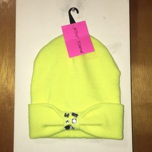 💛 NWT Betsey Johnson Neon Yellow Acrylic Hat